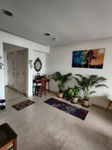 Gallery Cover Image of 1400 Sq.ft 3 BHK Apartment for rent in Lodha Fiorenza, Goregaon East for 90000