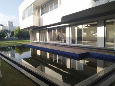 Gallery Cover Image of 6300 Sq.ft 4 BHK Villa for buy in Shree Balaji Green Valley, Adalaj for 50000000
