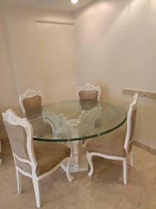 Gallery Cover Image of 1200 Sq.ft 2 BHK Apartment for rent in Moon Beam, Khar West for 90000