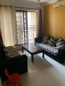 Gallery Cover Image of 1100 Sq.ft 3 BHK Apartment for rent in Raheja Acropolis, Govandi for 65000