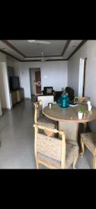 Gallery Cover Image of 1250 Sq.ft 2 BHK Apartment for rent in Satnam, Cuffe Parade for 135000