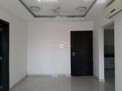 Gallery Cover Image of 1015 Sq.ft 2 BHK Apartment for rent in Malad East for 40000