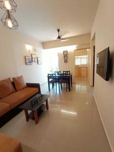 Gallery Cover Image of 820 Sq.ft 2 BHK Apartment for buy in Shwas Fortuna, Thrippunithura for 3900000