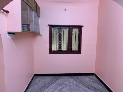 Gallery Cover Image of 1150 Sq.ft 2 BHK Independent Floor for rent in Selaiyur for 11000