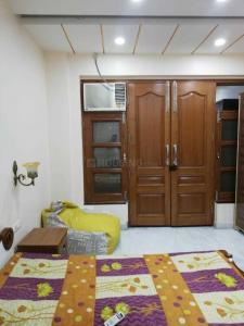 Gallery Cover Image of 790 Sq.ft 1 RK Independent Floor for rent in Rajouri Garden for 20800