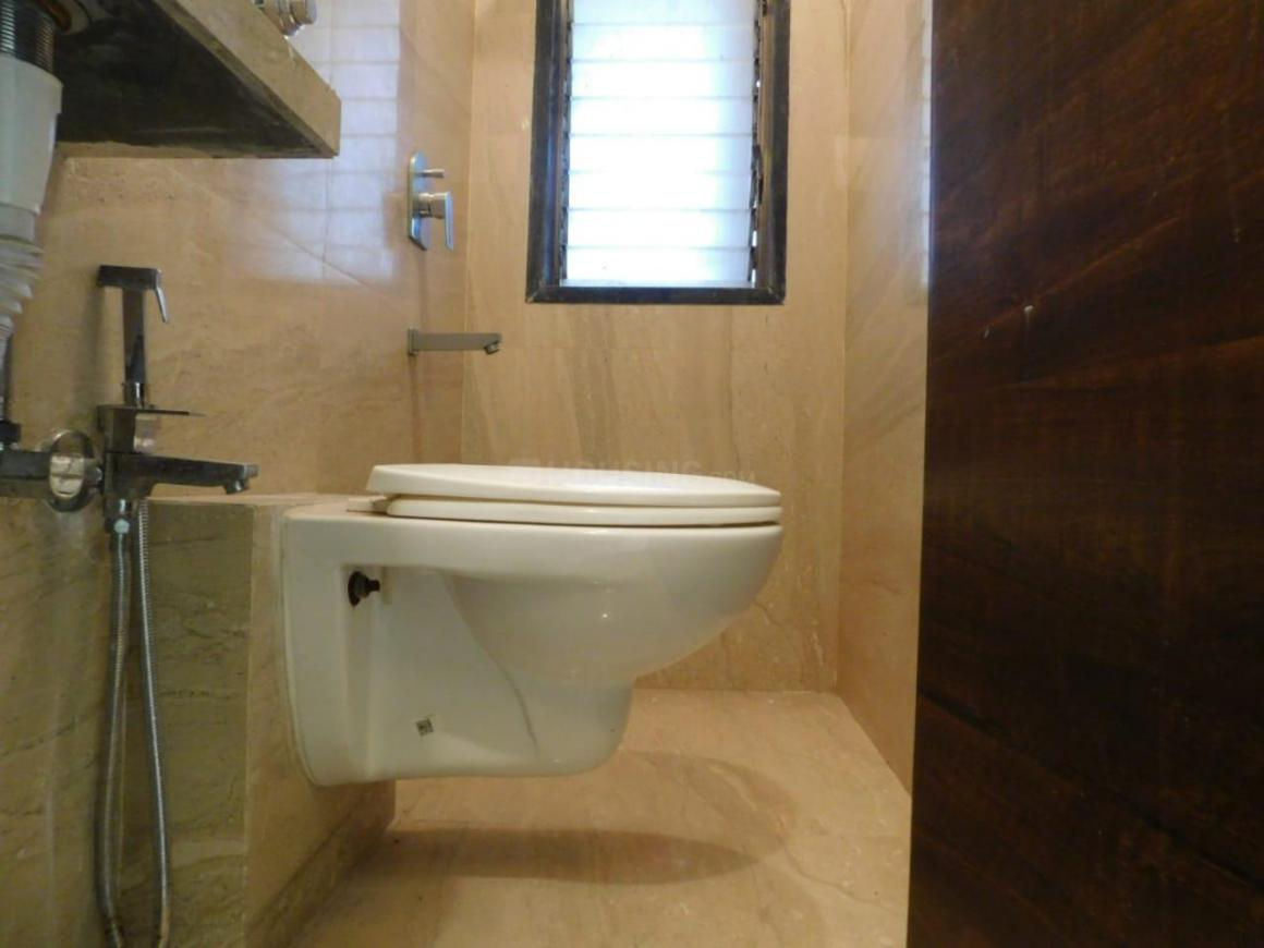 Common Bathroom Image of 4000 Sq.ft 1 BHK Independent House for buy in Chembur for 12500000