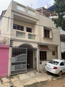 Gallery Cover Image of 1100 Sq.ft 2 BHK Independent House for rent in Varanasi for 10000
