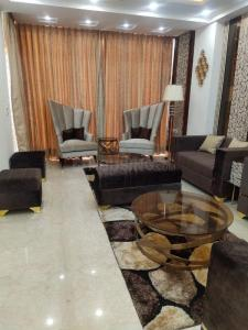 Gallery Cover Image of 2400 Sq.ft 3 BHK Independent Floor for buy in DLF Phase 2 for 21000000