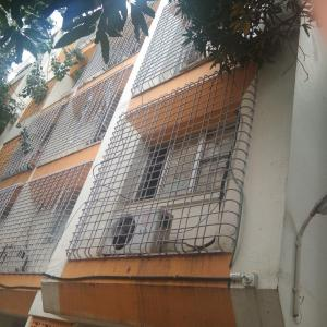 Gallery Cover Image of 2700 Sq.ft 6 BHK Independent House for buy in Andheri East for 30000000
