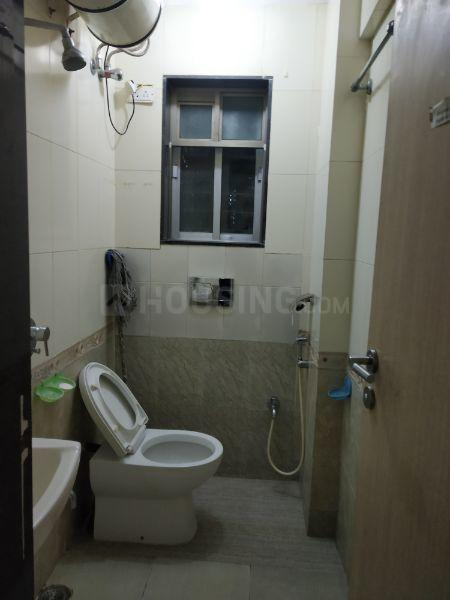 Common Bathroom Image of 880 Sq.ft 2 BHK Apartment for rent in Kandivali East for 28000
