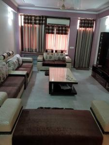 Gallery Cover Image of 2000 Sq.ft 3 BHK Apartment for rent in Sector 23 Dwarka for 50000