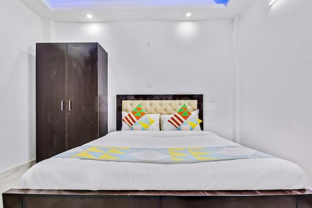 Bedroom Image of 350 Sq.ft 1 RK Apartment for rent in Sushant Lok I for 13500