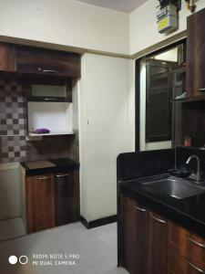 Gallery Cover Image of 940 Sq.ft 2 BHK Apartment for rent in Kasarvadavali, Thane West for 17500