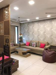 Gallery Cover Image of 1179 Sq.ft 2 BHK Apartment for rent in Vyapti Vandemataram City, Gota for 12000