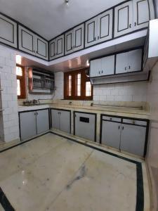 Gallery Cover Image of 1700 Sq.ft 4 BHK Apartment for rent in Pocket L Sarita Vihar RWA, Sarita Vihar for 40000