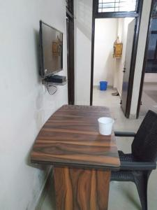 Gallery Cover Image of 1250 Sq.ft 2 BHK Apartment for rent in Omicron I Greater Noida for 8000