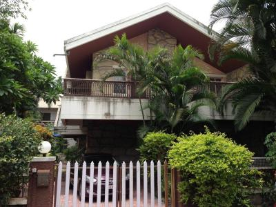 Gallery Cover Image of 2500 Sq.ft 3 BHK Independent House for rent in Ghorpadi for 75000