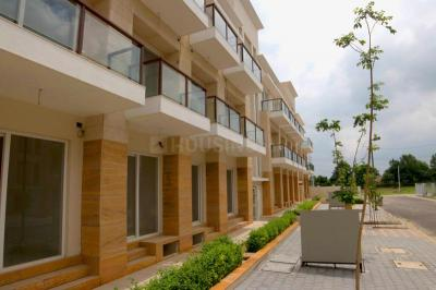 Gallery Cover Image of 2500 Sq.ft 3 BHK Apartment for buy in BPTP Astaire Garden Plots, Sector 70A for 9800000