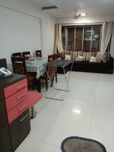 Gallery Cover Image of 600 Sq.ft 1 BHK Apartment for rent in Andheri West for 43000
