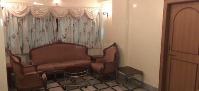 वरली में पीजी के हॉल की तस्वीर