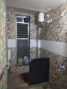 कॉपर खैरने में पेइंग गेस्ट पैलेस के बाथरूम की तस्वीर
