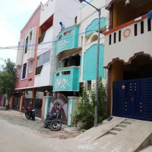 Gallery Cover Image of 1000 Sq.ft 3 BHK Independent House for buy in Kolathur for 8500000