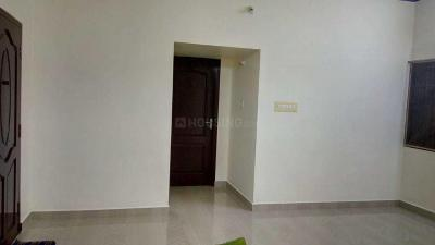 Gallery Cover Image of 1100 Sq.ft 3 BHK Apartment for rent in Urapakkam for 8000