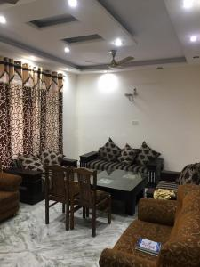 Gallery Cover Image of 1600 Sq.ft 3 BHK Independent Floor for rent in Sector 48 for 26000