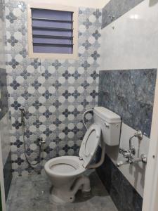 Bathroom Image of 1550 Sq.ft 3 BHK Villa for buy in Madambakkam for 7450000