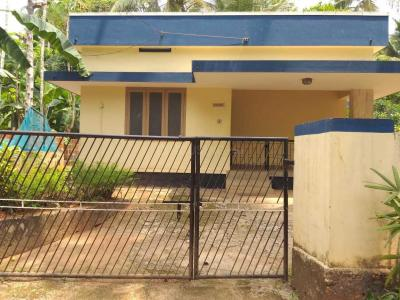 Gallery Cover Image of 1000 Sq.ft 2 BHK Independent House for rent in Chelavoor for 8500