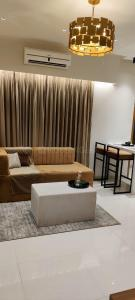 Gallery Cover Image of 600 Sq.ft 1 RK Apartment for buy in Shreeji Plaza Wing A, Malad West for 7200000