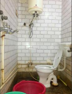 Bathroom Image of 14000 Sq.ft 8 BHK Independent Floor for buy in Narela for 65000000