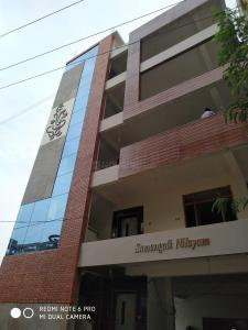 Gallery Cover Image of 2400 Sq.ft 2 BHK Apartment for rent in Bandlaguda Jagir for 14000