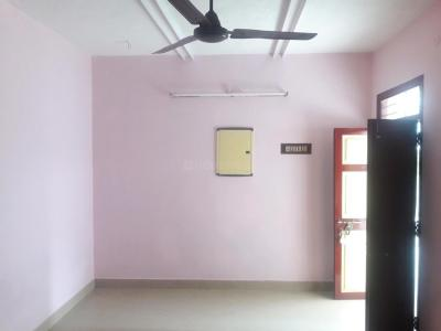 Gallery Cover Image of 700 Sq.ft 1 BHK Apartment for rent in Velachery for 12000