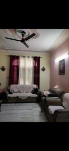 Gallery Cover Image of 2500 Sq.ft 3 BHK Independent Floor for buy in Sector 30 for 6500000