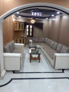 Gallery Cover Image of 1300 Sq.ft 3 BHK Independent Floor for rent in Pitampura for 40000