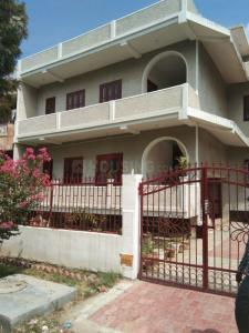 Gallery Cover Image of 3000 Sq.ft 3 BHK Independent Floor for rent in Omega IV Greater Noida for 170000