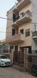 Gallery Cover Image of 1300 Sq.ft 2 BHK Independent Floor for rent in Nayagaon for 11000