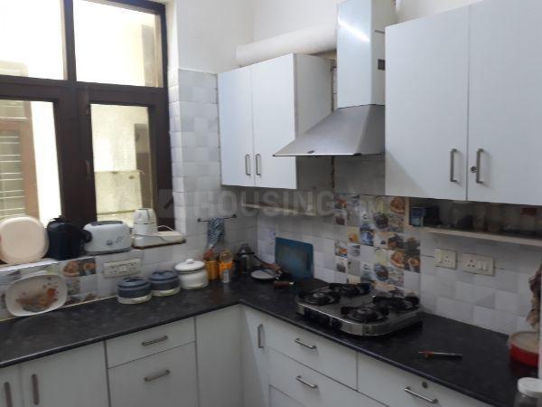 सेक्टर 40 में पीजी फॉर गर्ल्स के किचन की तस्वीर