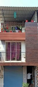 Gallery Cover Image of 450 Sq.ft 1 BHK Independent Floor for rent in Thane West for 16000