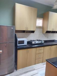 Gallery Cover Image of 1000 Sq.ft 2 BHK Apartment for rent in Bandra West for 73000