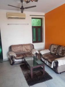 Gallery Cover Image of 1650 Sq.ft 3 BHK Apartment for rent in Batukji Apartments CGHS, Sector 3 Dwarka for 28000