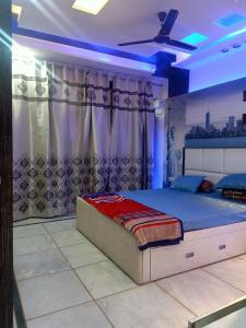 Gallery Cover Image of 1200 Sq.ft 3 BHK Apartment for buy in Pitampura for 15000000