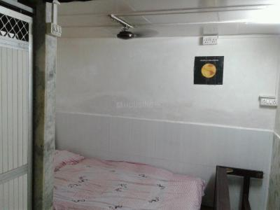 Gallery Cover Image of 250 Sq.ft 1 RK Apartment for rent in Khar West for 25000