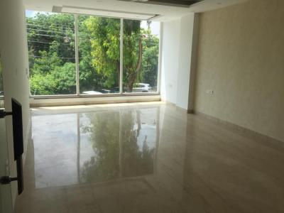 Gallery Cover Image of 1800 Sq.ft 3 BHK Independent Floor for buy in Sushant Lok I for 15200000
