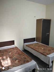 Bedroom Image of Home Away PG in Sector 22