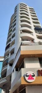 Gallery Cover Image of 1650 Sq.ft 3 BHK Apartment for rent in Shiv Tirth, Bandra East for 110000
