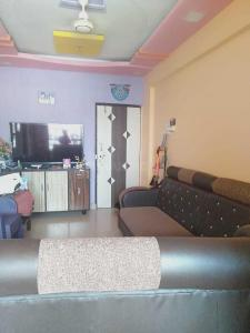 Gallery Cover Image of 840 Sq.ft 2 BHK Apartment for buy in Kalyan East for 7700000