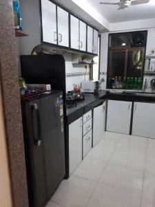 Gallery Cover Image of 1100 Sq.ft 2 BHK Apartment for rent in Santacruz West for 83000