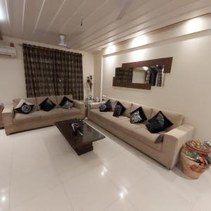 Gallery Cover Image of 2100 Sq.ft 4 BHK Villa for buy in Palm Groves, Ghorpadi for 25000000